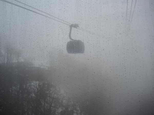 Канатная дорога в Роза Хутор в тумане