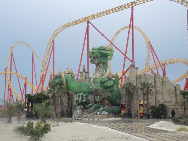 Змей Горыныч (дракон) в парке сказок в Олимпийском Адлере
