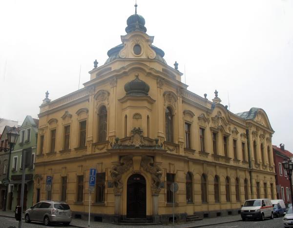 Муниципальная библиотека в Градец Кралове (бывшее здание банка)