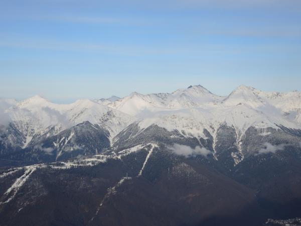 Вид на горы с Горной Карусели на Красной Поляне