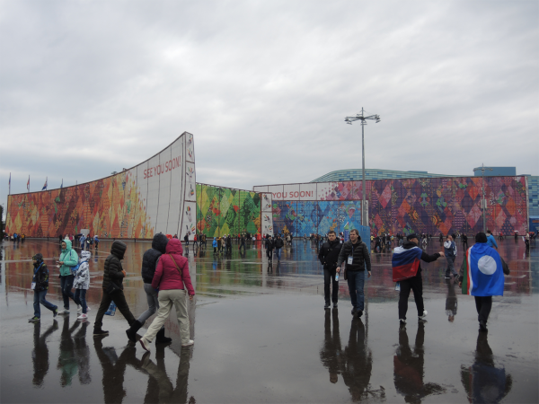 Олимпийские цвета в Олимпийском парке в Сочи-2014