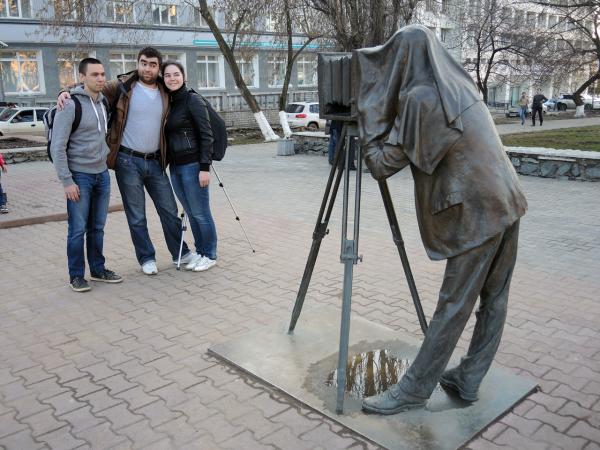 Памятник пермяк-соленые уши в Перми