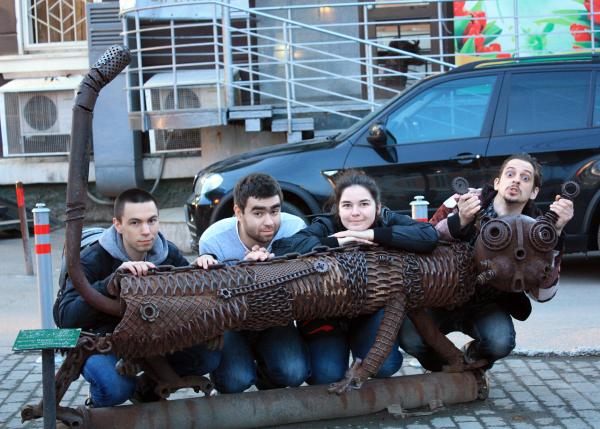 Скульптура Котофеич рядом с кинотеатром Кристалл в Перми