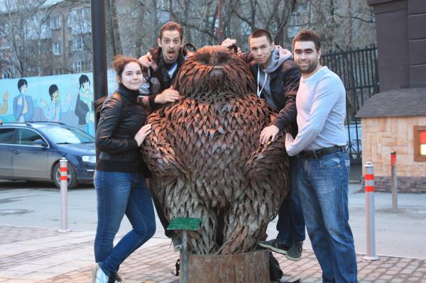Скульптура Мишка рядом с кинотеатром Кристалл в Перми