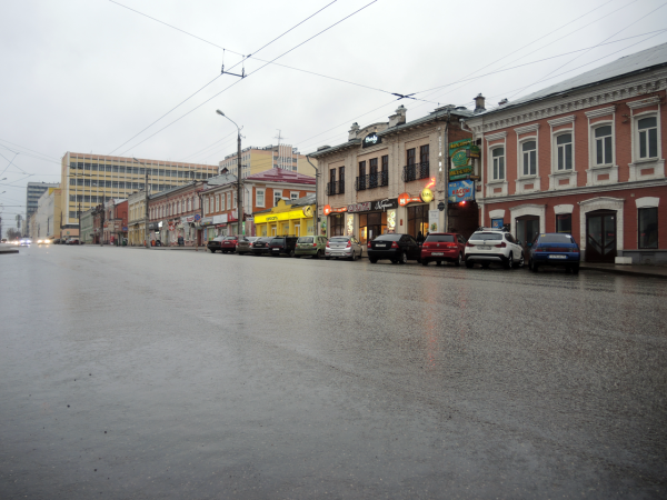 Пустые улицы Ижевска после дождя