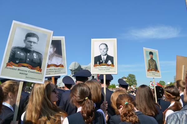 Бессмертный полк на демонстрации в Брестской крепости