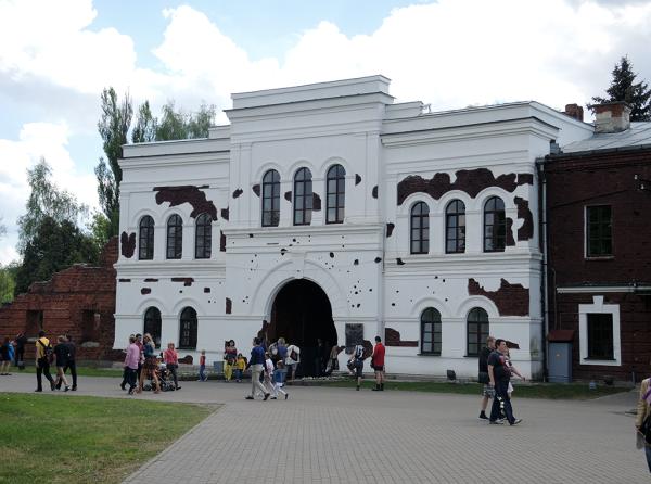 Холмские ворота изнутри Брестской крепости