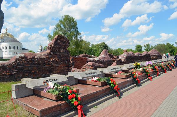 Памятные знаки городам-героям ВОВ в Брестской крепости
