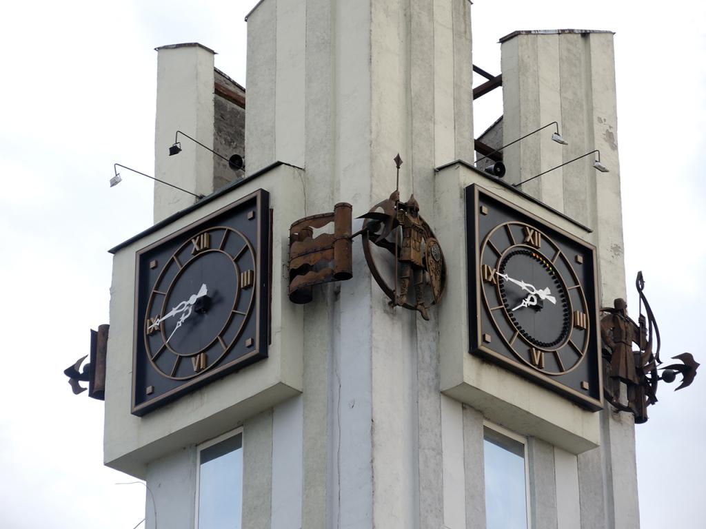 Часы центрального универмага в Бресте