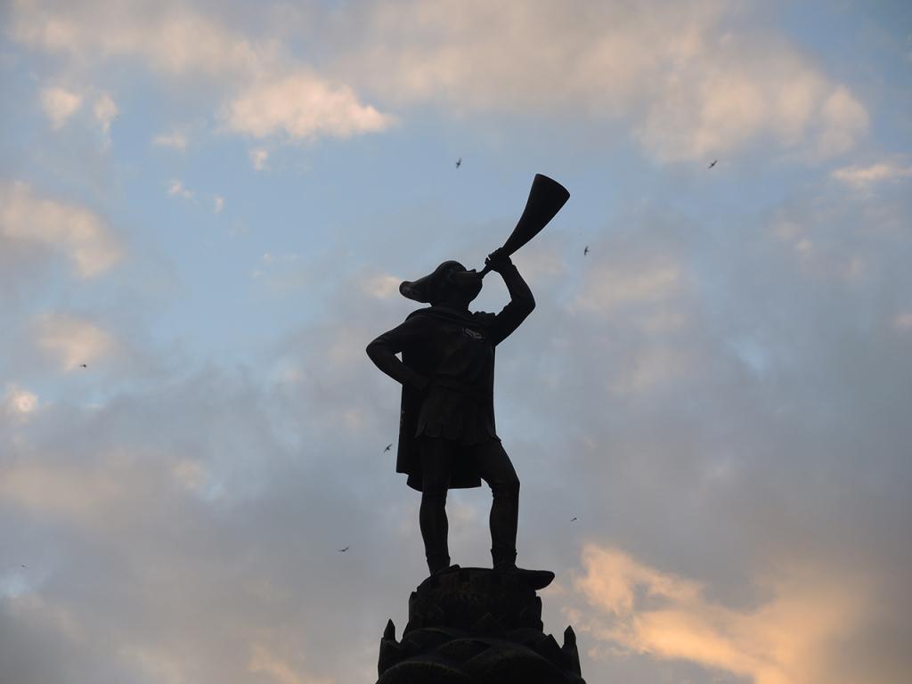 Горнист на пешеходной улице Советской в Бресте